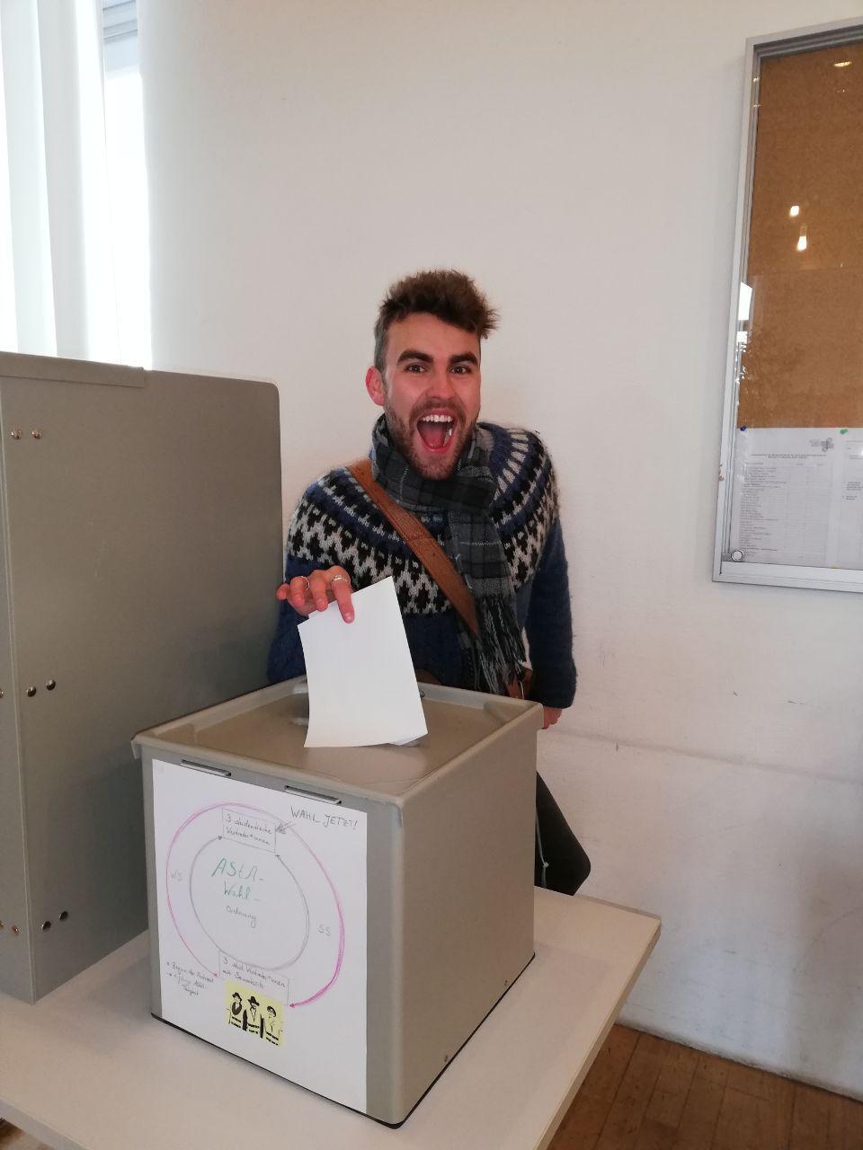 Einar Dagur Jónsson bei der AStA-Wahl